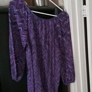 Blouse/sweater dressy.